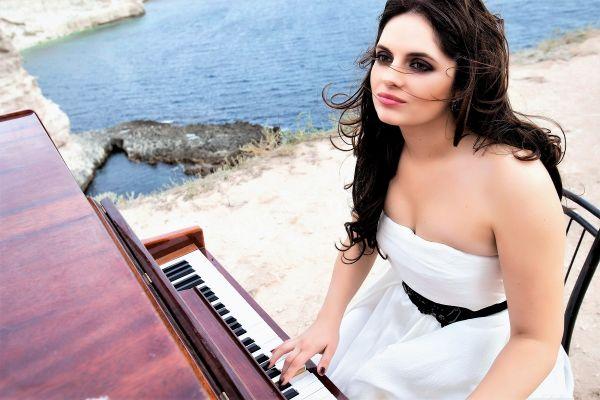 marta-shpak-piano-web55C15998-9255-A4D8-173E-95522AC5DCD2.jpg